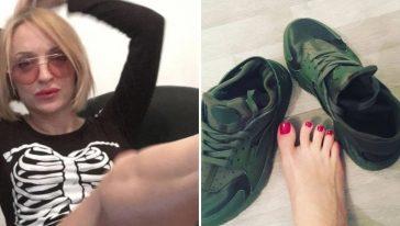 امرأة تستعرض أقدامها وتبيع جواربها المستعملة وأحذيتها المستعملة